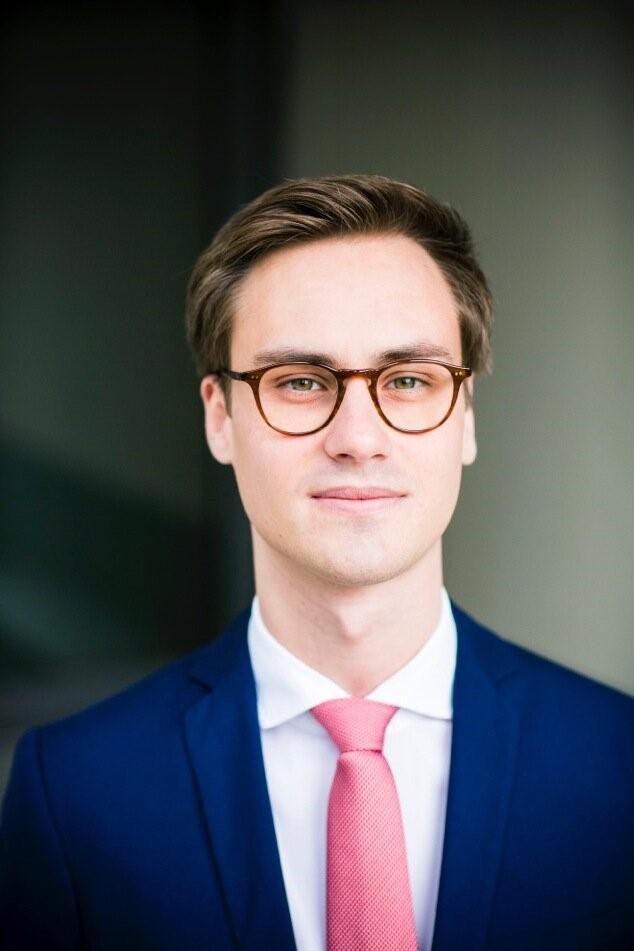 Dr. Daniel Siebert